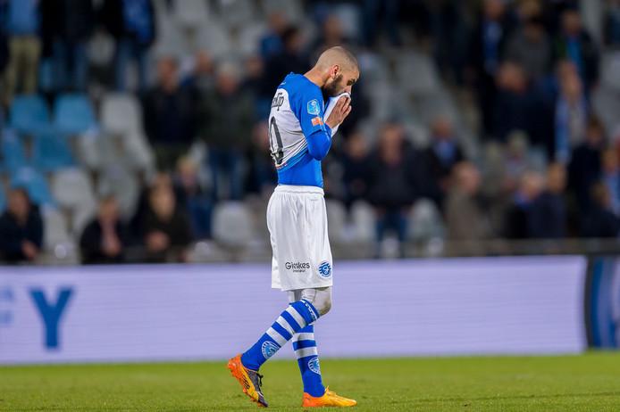 Youssef El Jebli treurt na de degradatie van De Graafschap. De Doetinchemse club schrijft wel zwarte cijfers over het seizoen 2018-2019.