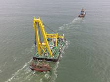 Urker kotter Lummetje is half jaar na scheepsdrama uit de Noordzee getild: 'Alles is naar wens verlopen'