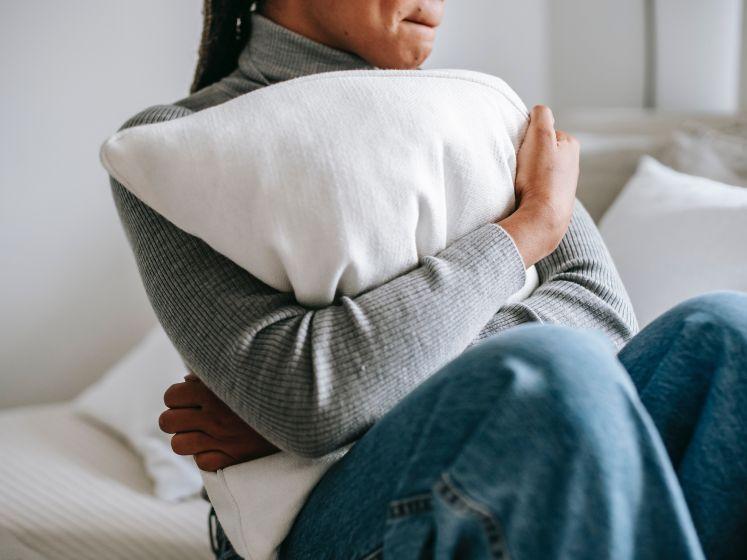 """Redactrice Marie denkt voortdurend dat ze een hartaanval krijgt. Hypochonder-expert: """"Dokters niet willen geloven is zeer typerend"""""""