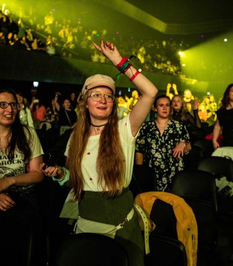 """1.300 personnes réunies dans une salle: Amsterdam teste les soirées """"corona proof"""""""