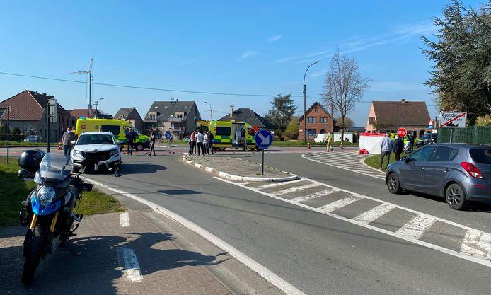 Het ongeval gebeurde op het kruispunt van de Keerstraat/Impestraat met de Gentsesteenweg N9 in Erondegem.