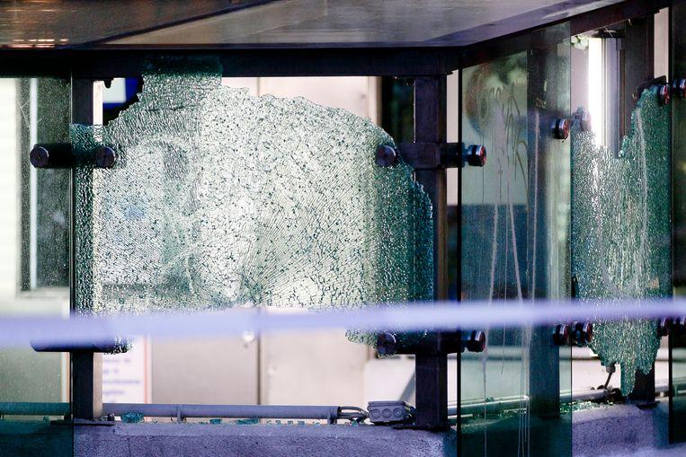 Beschoten glazen rondom de ingang van een parkeergarage in Wenen.  Beeld AP