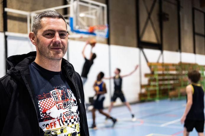 Coach Sven Manghelinckx hoopt dat de Limburgse testers soelaas kunnen bieden.