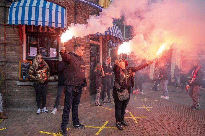 Supporters vieren feest op het Rembrandtplein