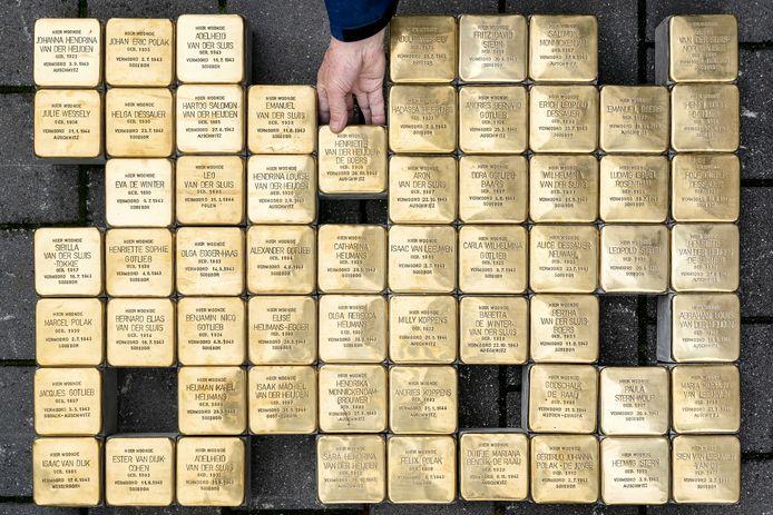 61 Struikelstenen in het depot van de gemeente Den Bosch. Het gaat om gedeporteerde Bossche  joden,  omgekomen in de vernietigingskampen van de Nazi's.