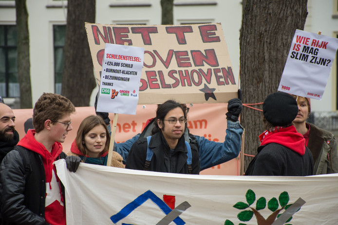 Onderwijsminister Ingrid van Engelshoven vindt studenten ten onrechte leenangst wordt aangepraat.