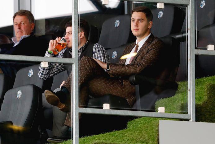 Kakhi Jordania (rechts) in zijn tijd als financier van FC Den Bosch op de tribune van stadion De Vliert.