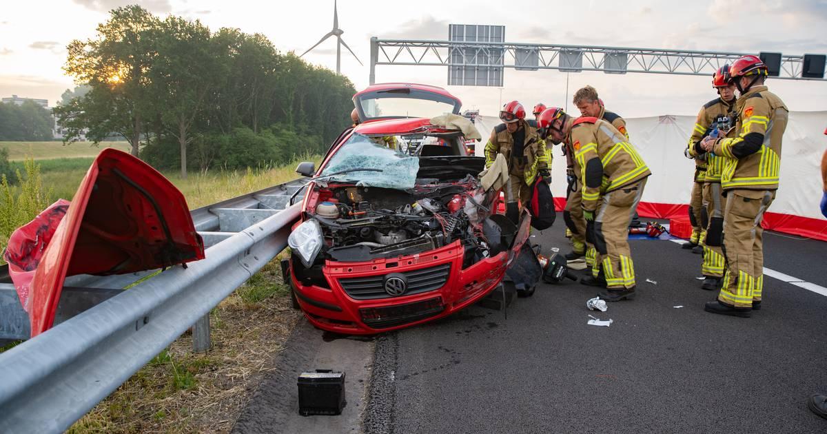 Ernstig botsing op snelweg A1 bij Deventer: gewonde en flinke file.