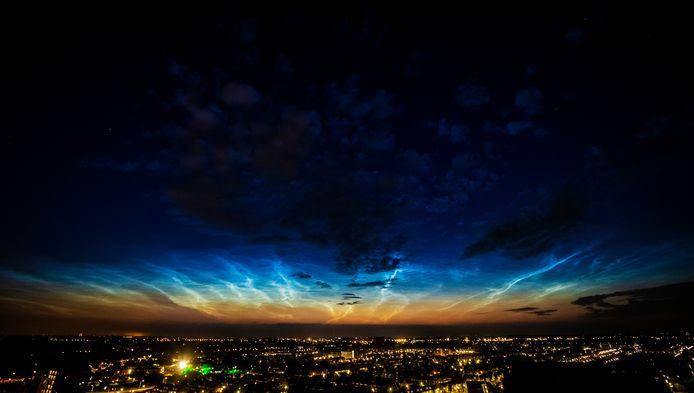 Lichtende nachtwolken vorig jaar juli boven Zwijndrecht, een bijzonder natuurverschijnsel.