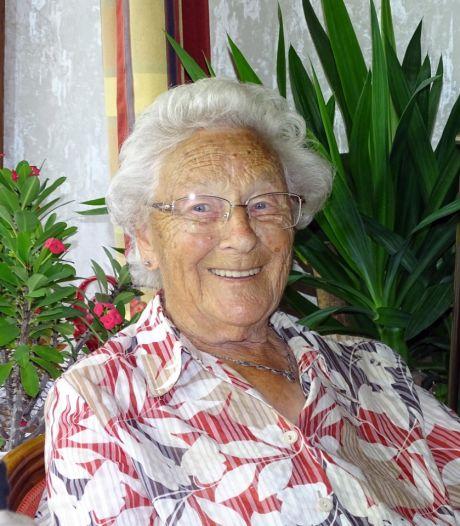 Corrie (100) was tot haar laatste dag vrolijk en opgewekt. 'Zo'n oma gun ik iedereen'