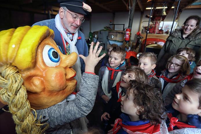Het mooiste van de rondleiding was toch wel de maskers opzetten van de kindervastenavend