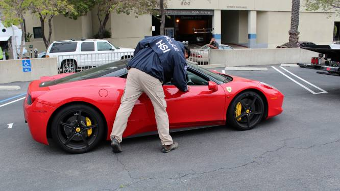 Sjoemelaar koopt Lamborghini en Ferrari met coronasteun voor bedrijven