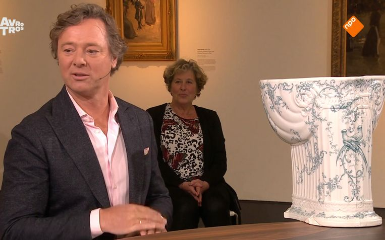 Frits Sissing en een Victoriaanse wc-pot in Tussen Kunst en Kitsch. Beeld Avro Tros