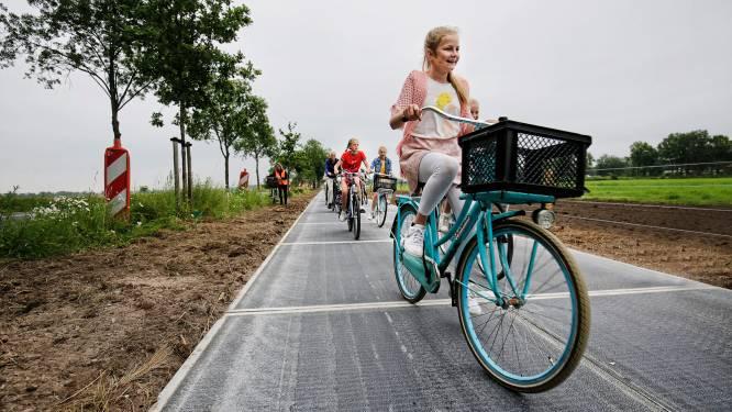 Burgemeesters uit De Bilt en Duitse Coesfeld fietsen vrijdag over 's werelds langste zonnepanelenpad