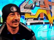 Deventer kunstenaar brengt eerbetoon aan overleden Feyenoord-supporter