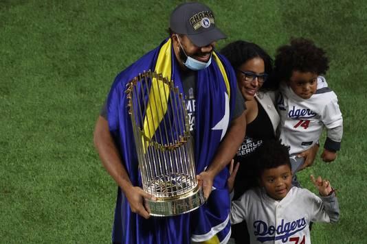 Kenley Jansen met zijn gezin na het winnen van de World Series met LA Dodgers.