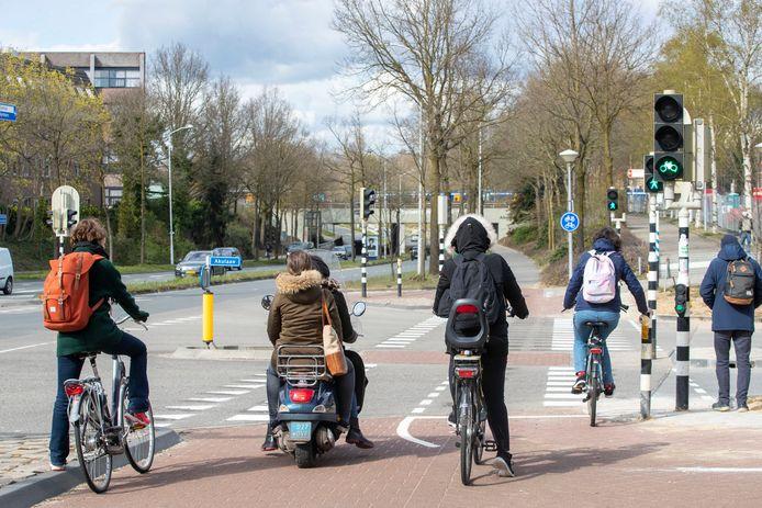 De fietsoversteekplaats Klinkenbergerweg /Akulaan in Ede.