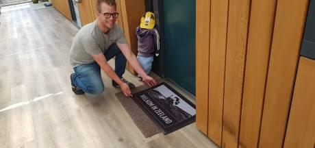 Supermarkt verrast senioren met Kruiningen-deurmat