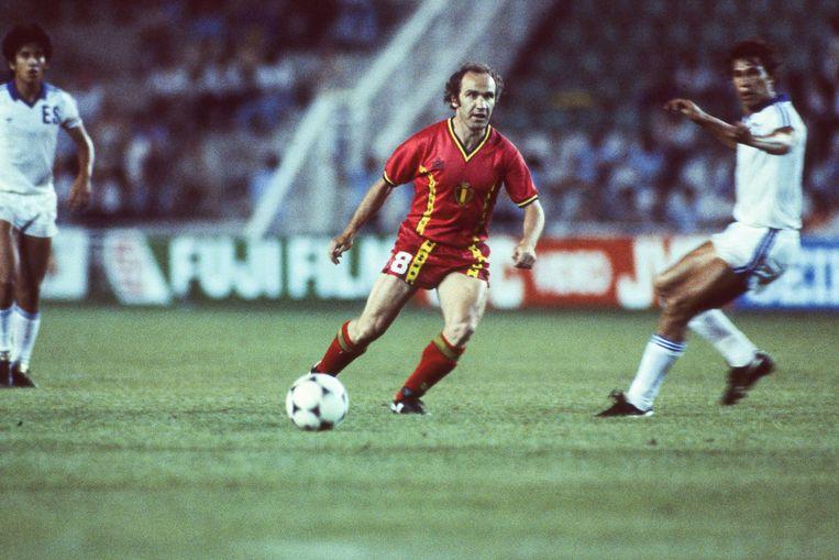 Wilfried Van Moer op het WK van 1982 in Spanje in actie tegen El Salvador. Beeld Belga