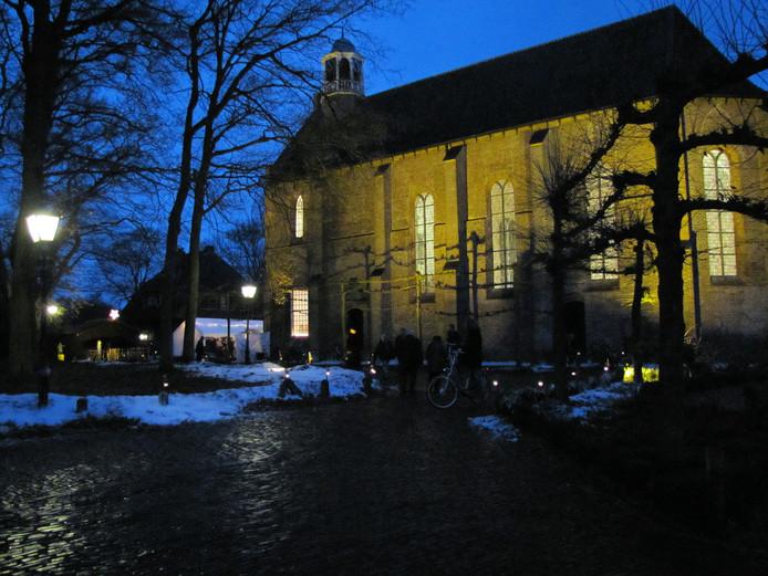 De kerk in Diepenveen, hier in winterse sferen. Het aanhoudend luiden van de klok in het torentje leidde onlangs zelfs tot klachten bij de politie. Het probleem is inmiddels verholpen.