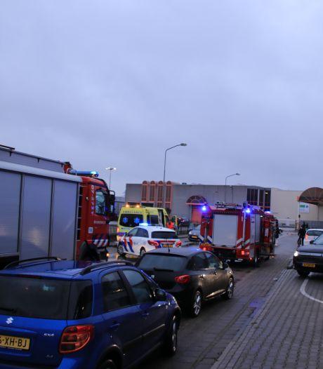 Twee auto's botsen tegen elkaar in Ede, één gewonde