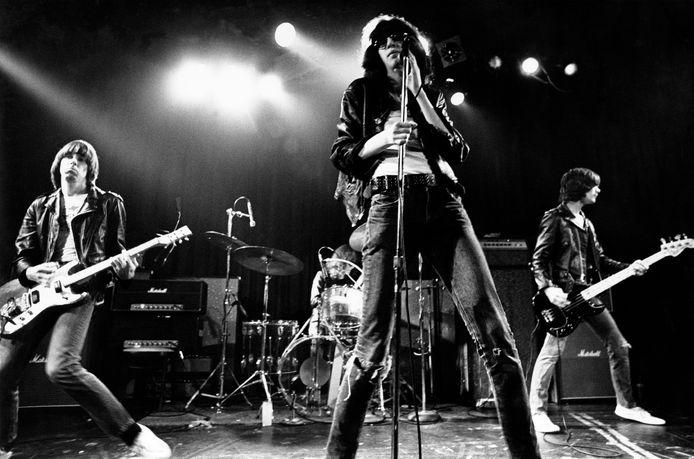 The Ramones in 1976. Van links naar rechts: Johnny Ramone, Tommy Ramone, Joey Ramone en Dee Dee Ramone.