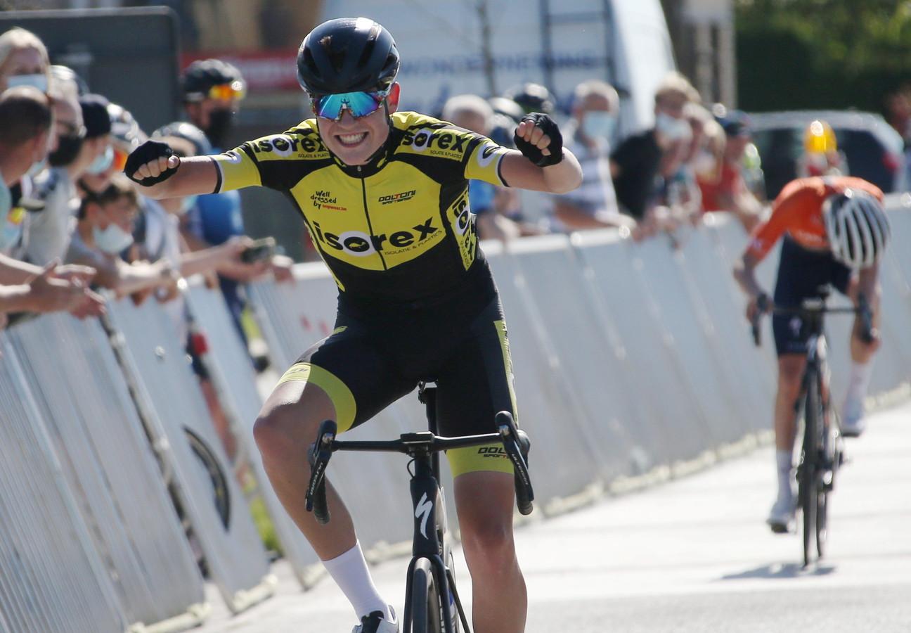 Lars Vanden Heede was in de laatste rechte lijn in Zedelgem duidelijk sneller dan medevluchter Henri Naessens.