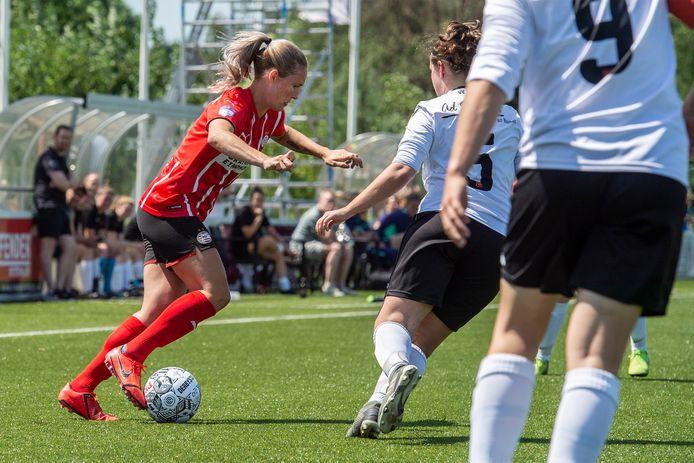 Desiree van Lunteren kwam tegen vv Gilze voor het eerst in actie in het shirt van PSV.