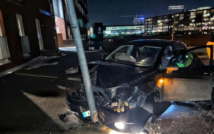 De bestuurder had eerder op de avond al een rijverbod gekregen vanwege lachgasgebruik.