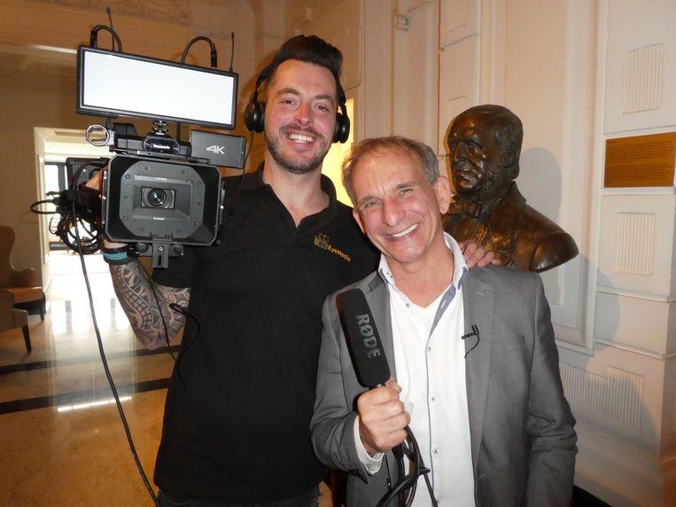 Cameraman Bart Cobussen en gewezen Minister van Feest Johan Vlemmix, die een eigen programma maakt.