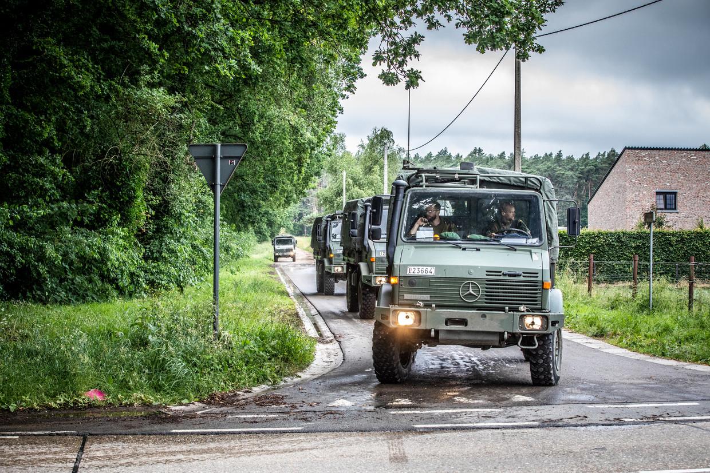 Militairen in de omgeving waar de militair verdween.  Beeld Mine Dalemans