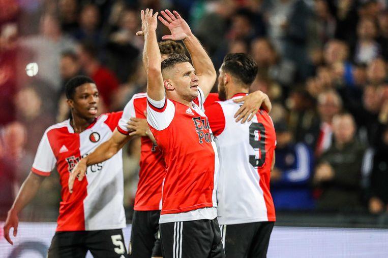 Bryan Linssen van Feyenoord viert de 2-0 tijdens de wedstrijd tegen sc Heerenveen in De Kuip. Linssen scoorde deze avond zijn honderdste doelpunt in de eredivisie. Beeld ANP