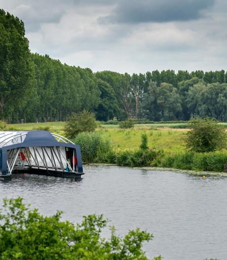 Mysterie vaartuig ontrafeld: Ocean Cleanup actief in de Dieze in Den Bosch