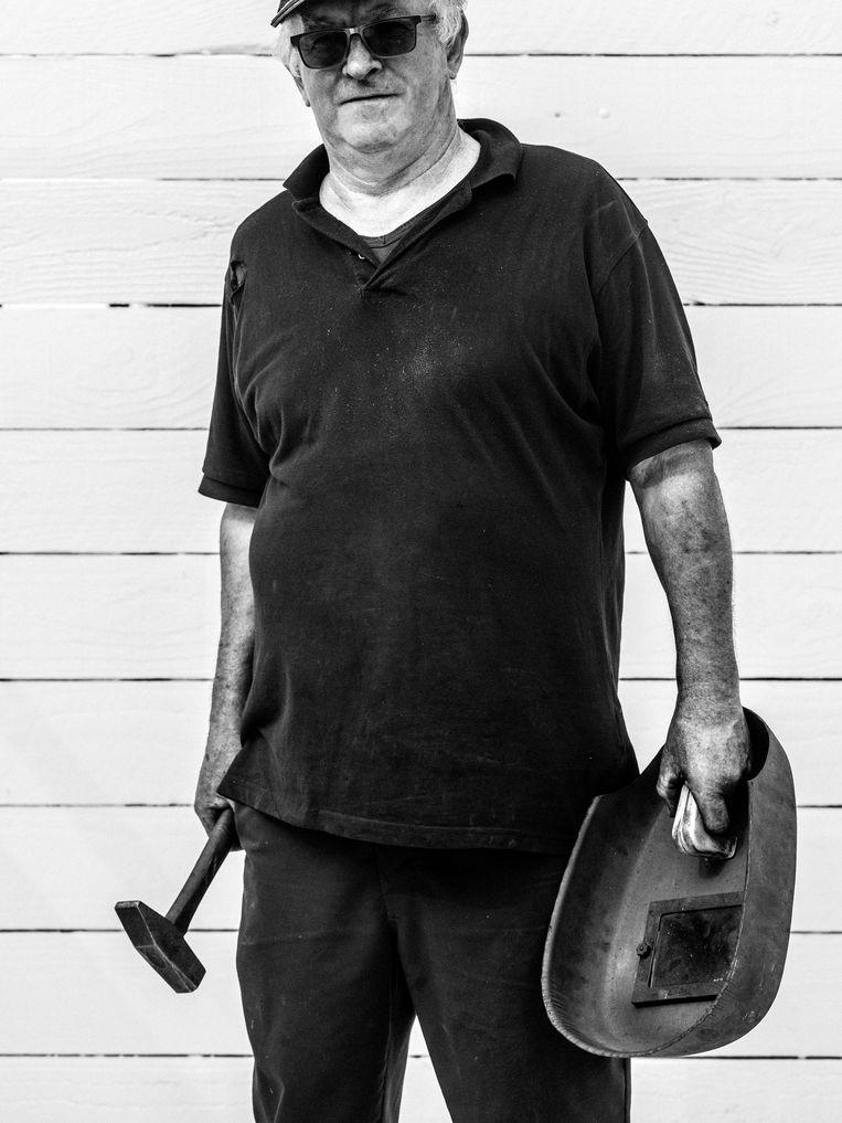 Maarkedal, Jean-Pierre (66): 'Met zo een tractor is mijn vader verongelukt.'   Beeld Jelle Vermeersch