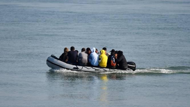 Hulpdiensten redden meer dan 200 migranten die VK probeerden te bereiken via het Kanaal