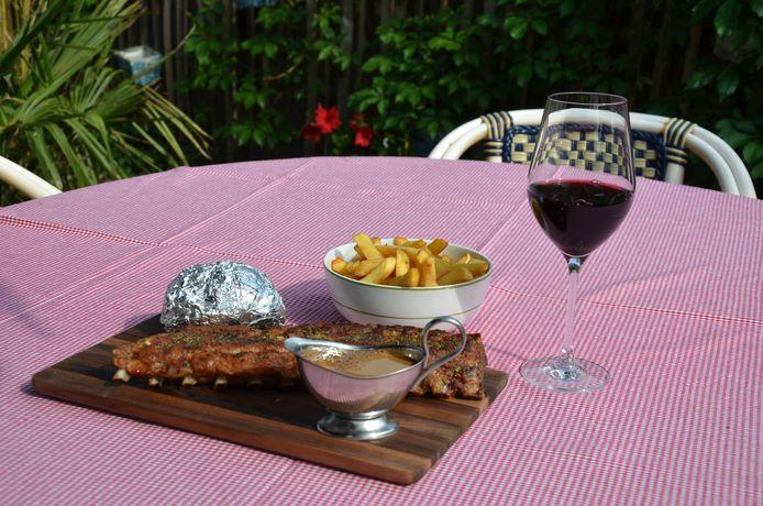 Ribbetjes met een patat in de schil met kruidenboter of frietjes? Vanaf 9 juni kan je ze a volonté verkrijgen bij de Groene Poort.