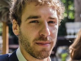"""""""Ons leven ziet er helemaal anders uit: één met kerkhofbezoeken en verschrikkelijke nachtmerries"""": ouders van Arne (23) lezen emotionele brief voor op proces rond treinongeval van hun zoon"""