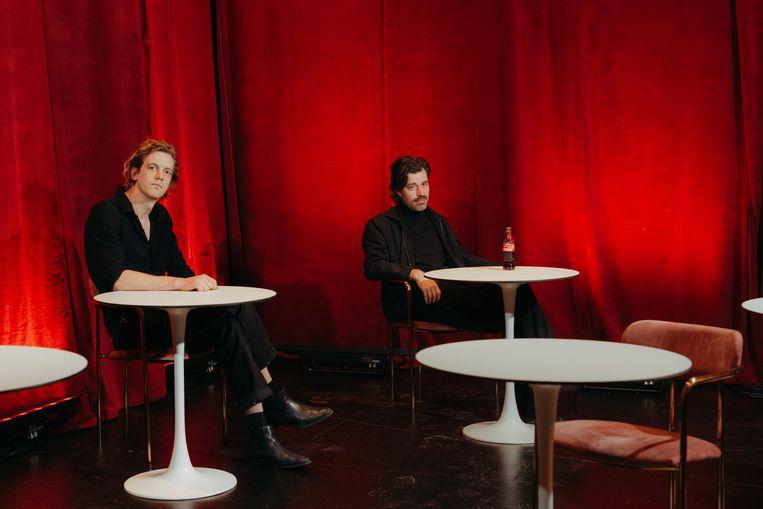 Maarten Devoldere (l.) en Jinte Deprez, het schrijversduo van Balthazar. Beeld Illias Teirlinck