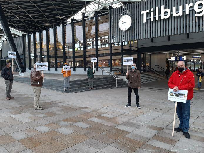 Protest tegen het advies van B en W van Tilburg om een referendum over de aanleg van bedrijventerrein Wijkevoort te weigeren.