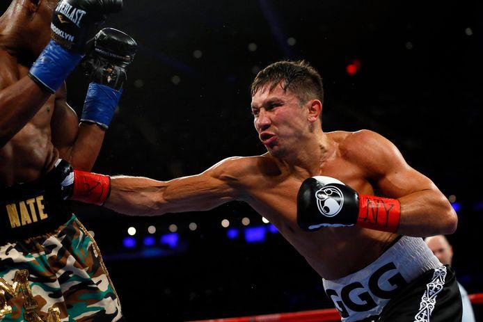 18 maart 2017; New York City, NY, VS; Gennadiy Golovkin raakt Daniel Jacobs met een lichaam stoot tijdens het wereldkampioenschap middengewicht in Madison Square Garden.