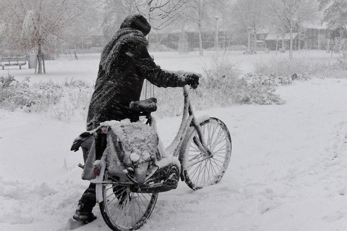 Sneeuwval zorgde deze week in Woerden voor veel overlast, met name op fietspaden.