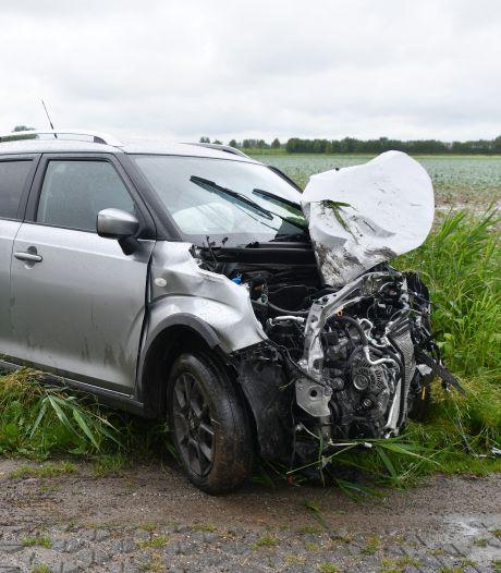 Twee gewonden bij aanrijding met twee auto's in Tholen