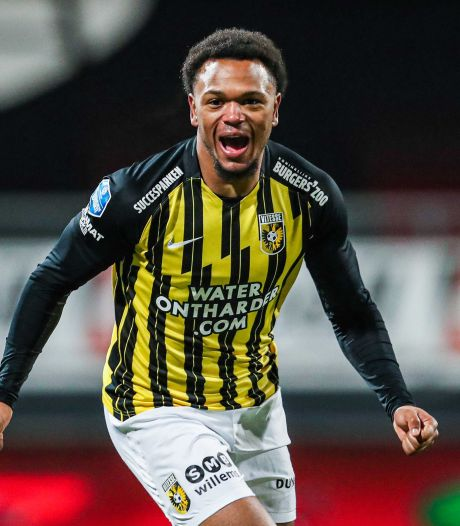 Loïs Openda, de aanvalsleider van Vitesse: Krijsen als Neymar en lachen als Tommy Cooper