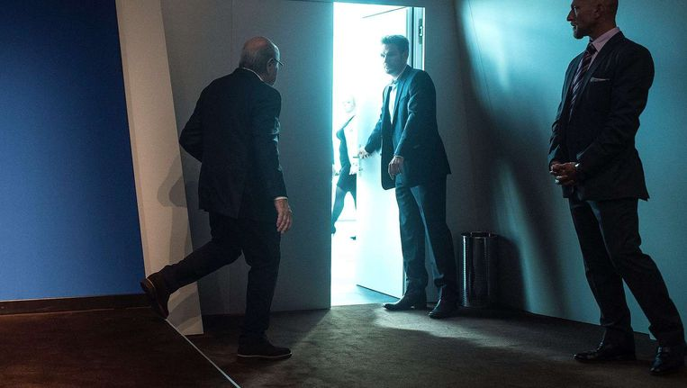 Sepp Blatter zoekt de uitgang Beeld Valeriano Di Domenico