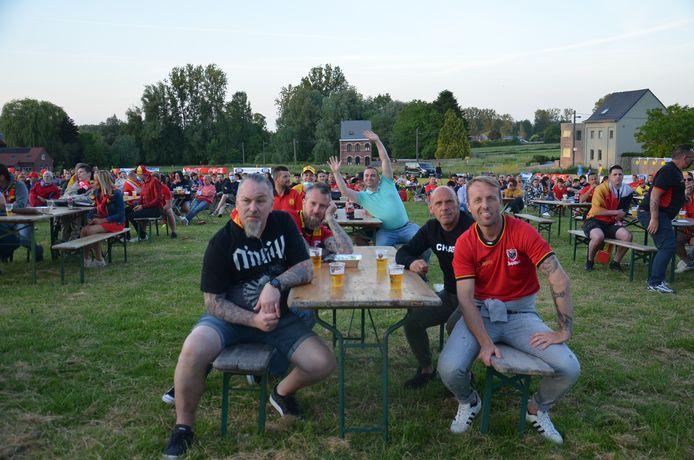 400 aanwezigen zien de Rode Duivels hun eerste EK-wedstrijd winnen in het EK-voetbaldorp van Haaltert, in deelgemeente Denderhoutem.