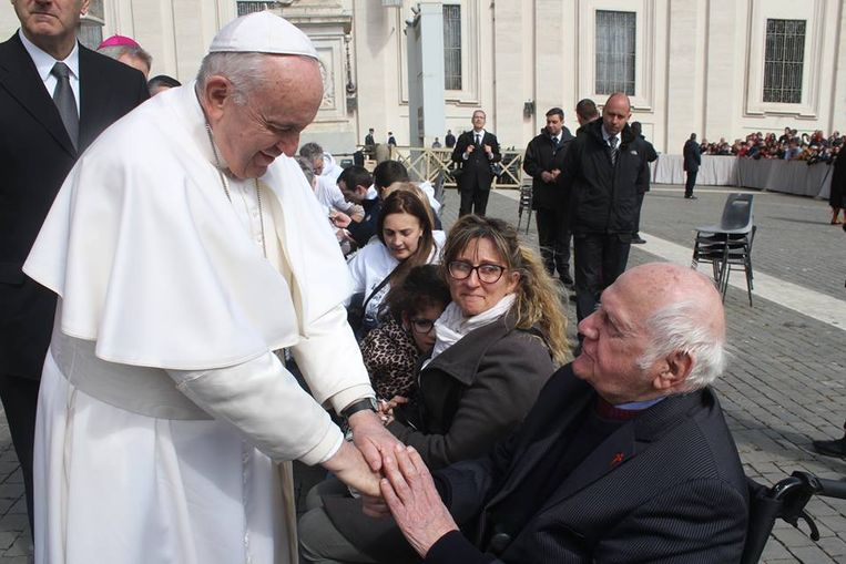 Vital Orolé mocht woensdagmiddag de hand van paus Franciscus schudden.