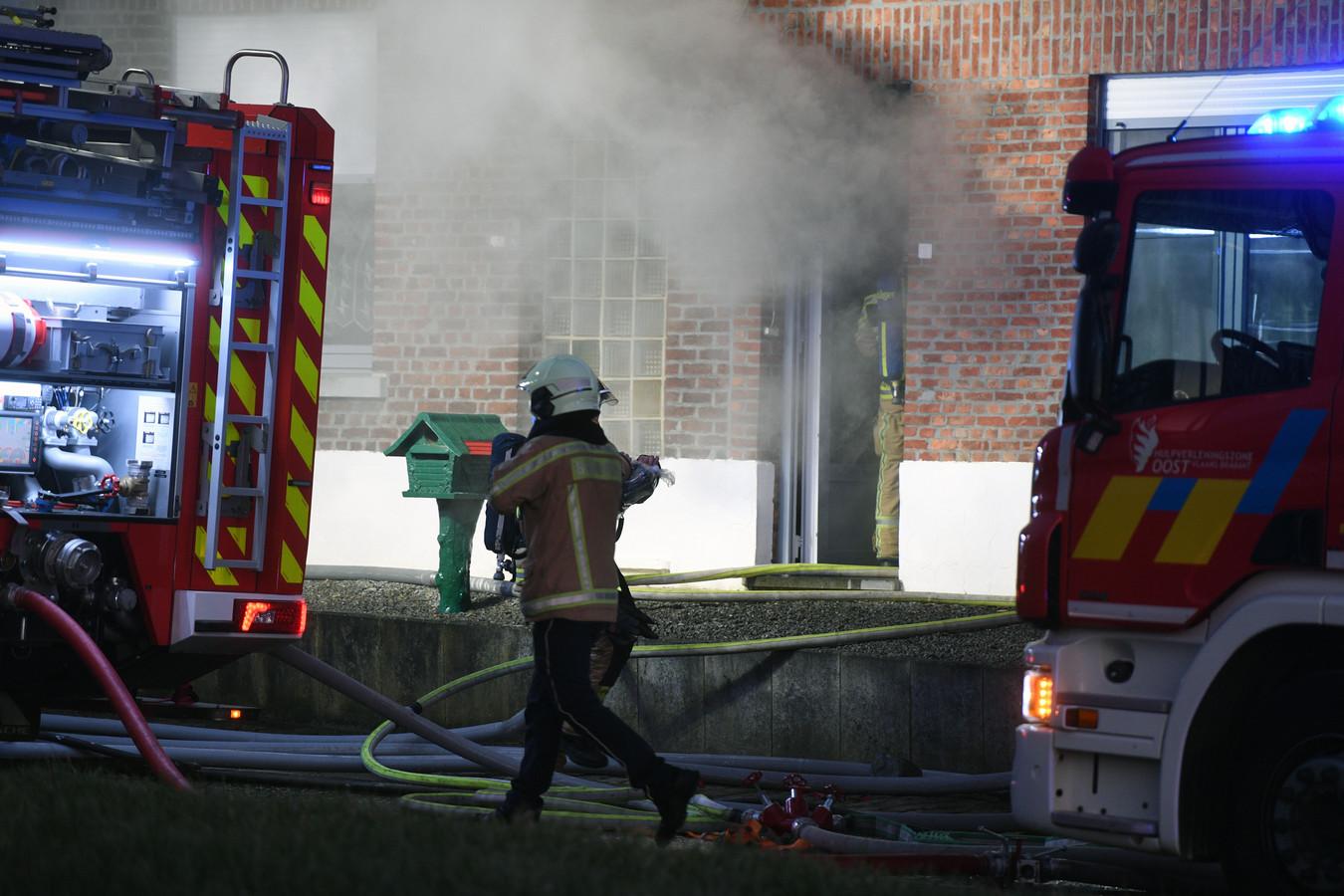De woning liep zware schade op bij de brand.