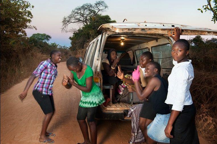 Loraine: 'Congolese mensen komen vaak niet voor hun mening uit, omdat ze erg trots zijn. Ze denken dat ze vernederd zullen worden. Arme mensen houden er altijd van om rijke mensen te imiteren.' Beeld Bénédicte Vanderreydt