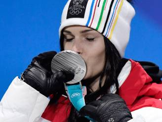 Oostenrijkse skiester (goed voor zilver in Pyeongchang) shockeert met walgelijke foto van geopereerde knie