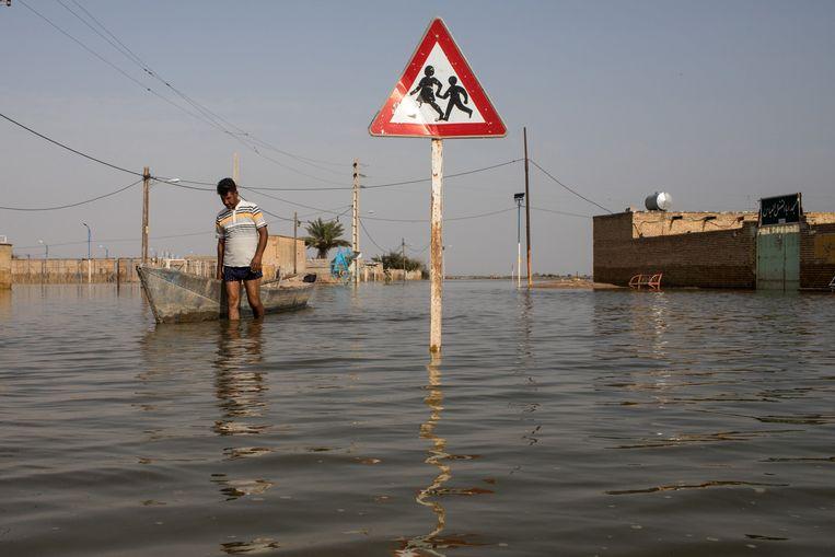 Door de overstromingen in Iran zijn 365.000 mensen hun bezittingen verloren.